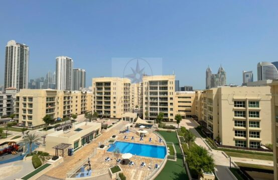 Amazing Pool View 2 Bedroom + Study in Greens
